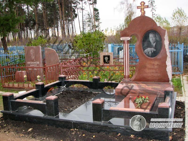Мемориальный комплекс из малинового кварцита и гранитов Варнавино памятник с сердцем Лахденпохья